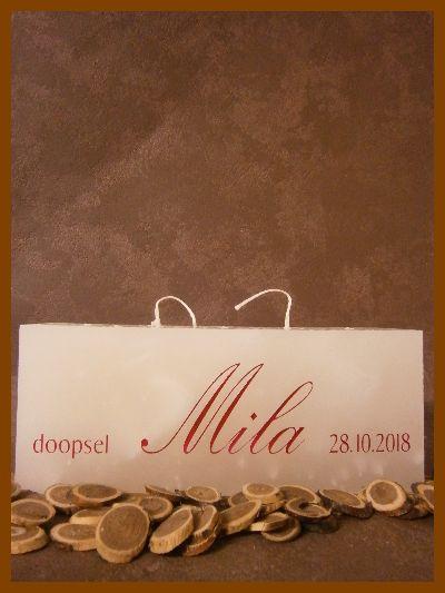 Mooie doopkaars met doopdatum en naam in gouden letters
