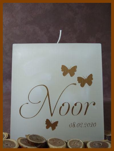 Cilindervormige doopkaars met tekst in mooie kleur