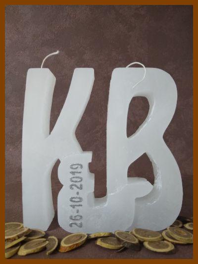 3d huwelijkskaars met initialen en twee wieken