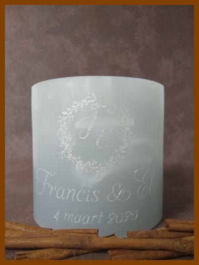 ronde huwelijkskaars trouwkaars met zilveren letters