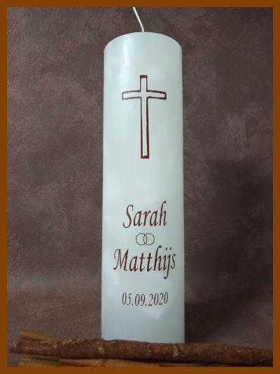 gebroken witte ronde trouwkaars met kruis en kalligrafie handgemaakt online bestellen