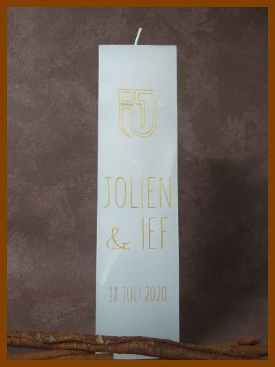 hoge vierkante trouwkaars met monogram en logo