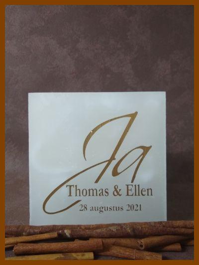 vierkante trouwkaars met ja-logo en namen
